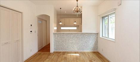 床:オーク無垢フローリング 壁:珪藻土塗り 天井:クロス