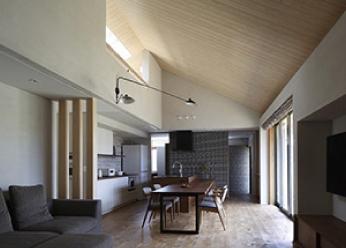 床:バーチ無垢フローリング壁・天井:塗り壁