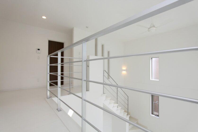 白と黒のコントラストの家01