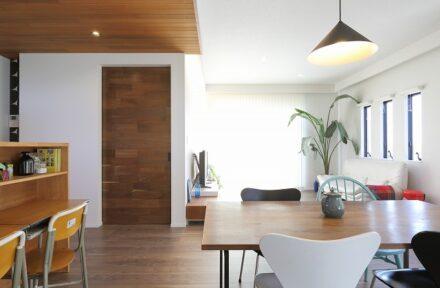 木・石・タイル・レンガ…素材の質感を楽しむ家