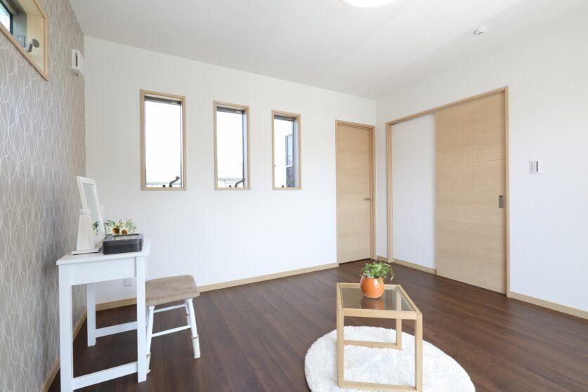 光を取り込む白い家01