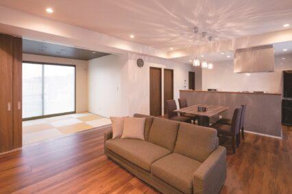 和モダンスタイルの外観×スタイリッシュな室内の平屋