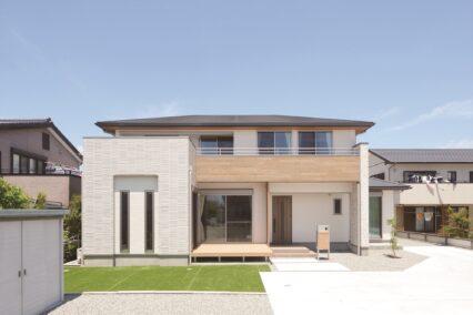 多機能な断熱材を使用した二世帯住宅