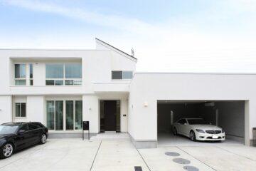 白のガレージハウス