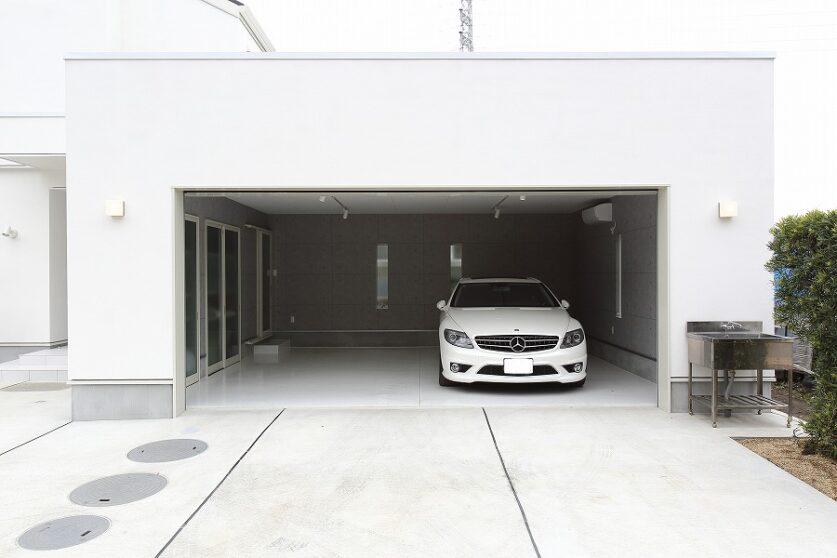 白のガレージハウス01