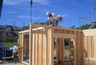 地震に負けないツーバイフォー + 赤い柱の家