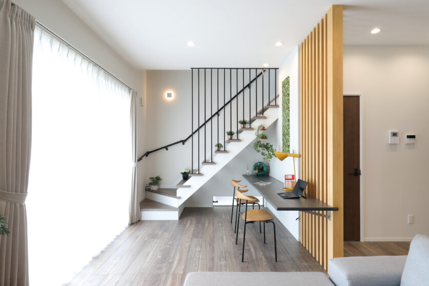 オープン階段が印象的なモダンハウス01